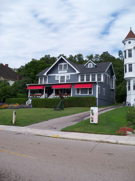 mackinac-island-yacht-club