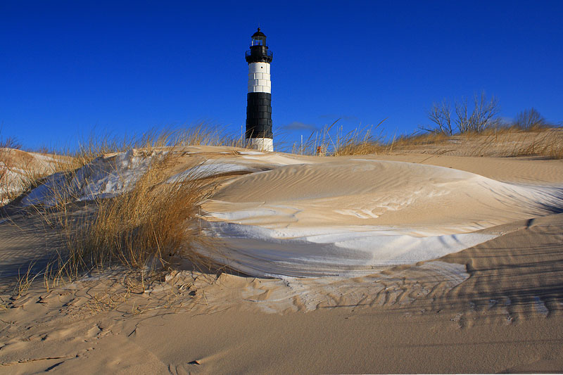 snow-and-sand-drift-big-sable-lighthouse