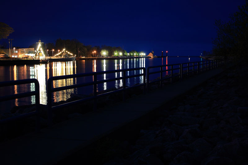 night-muskegon-mi-harbor