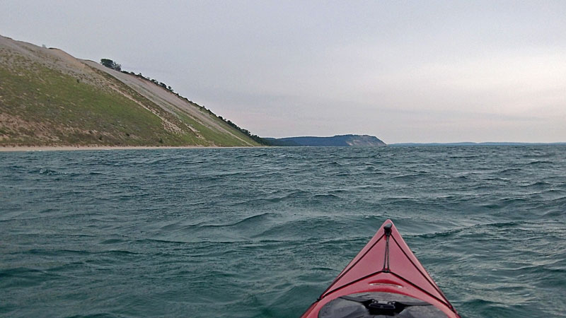 31-windy-kayaking-along-bluffs