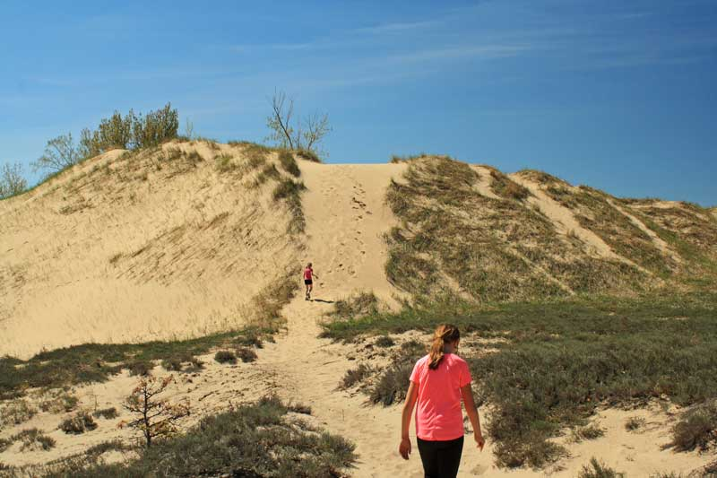 19-climbing-dune-to-channel-campground
