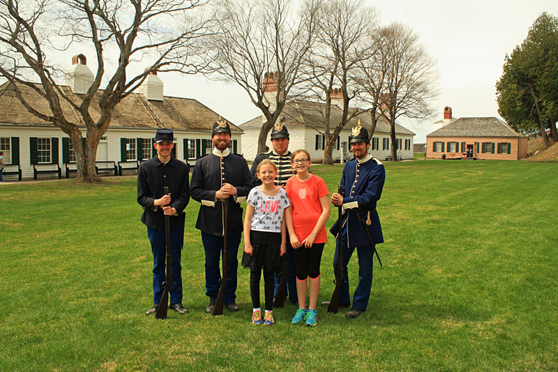 13-kids-with-solders-fort-mackinac