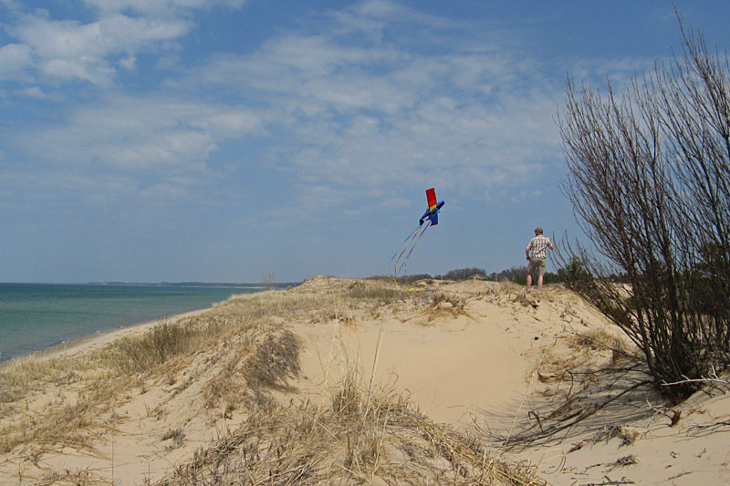 17-flying-kites-nordhouse-dunes