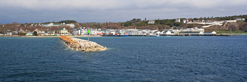 6-arriving-mackinac-island-docks