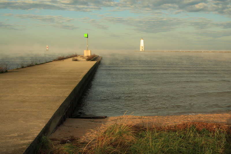 56-fog-frankfort-harbor-lighthouse